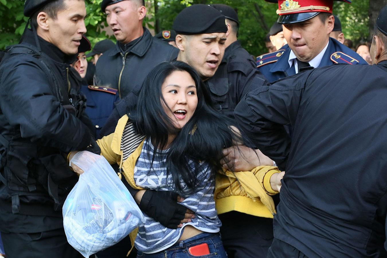 Что происходит на площадях казахстана фото