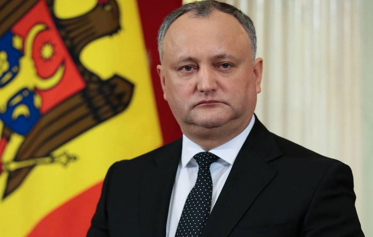 Додон пригрозил вывести людей на улицы ради мира в Молдавии